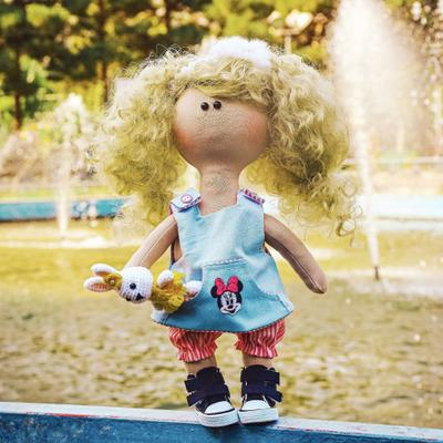 عروسک دستساز سارا