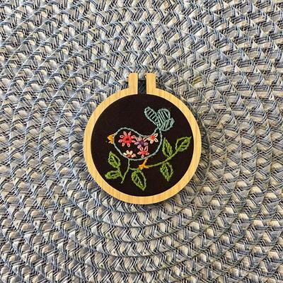 تابلو گلدوزی پرنده