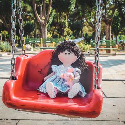عروسک دستساز مینا