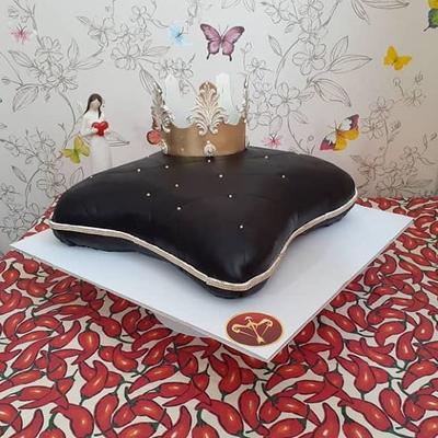 کیک تاج و کوسن