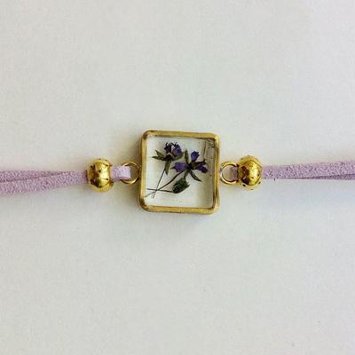 دستبند گل طبیعی با فریم مربع