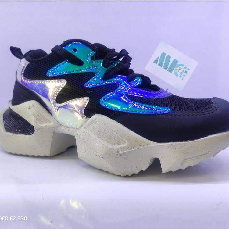 کفش زنانه اسپورت هولوگرام