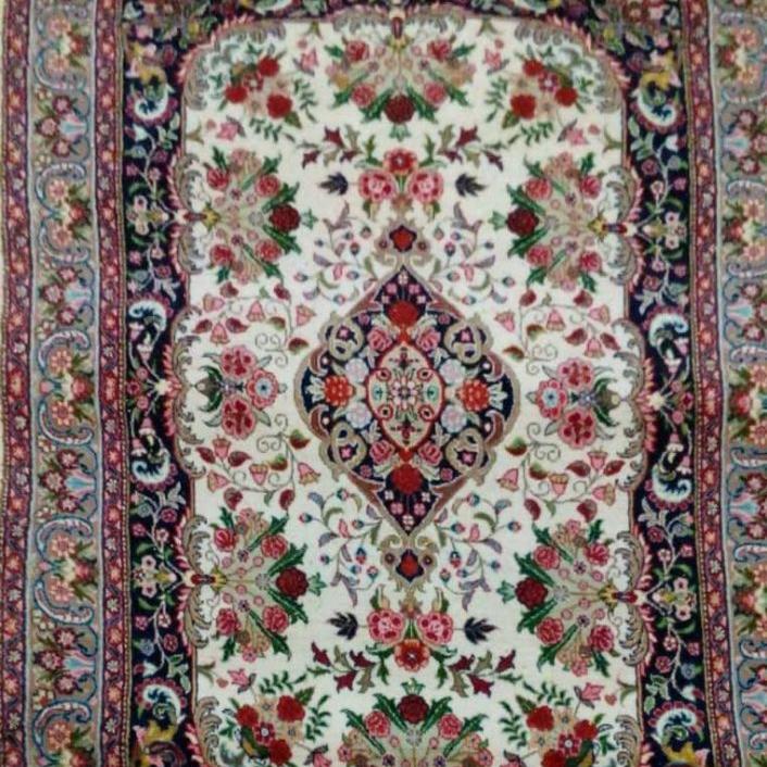 فرش طرح گلسرخ رنگ گیاهی